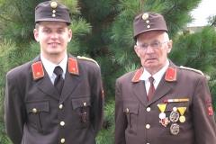 Opa mit Enkel - v.l.n.r.:  Melmer Christian (Kdt. seit 2007), Melmer Alois (Kdt. von 1962 bis 1983)